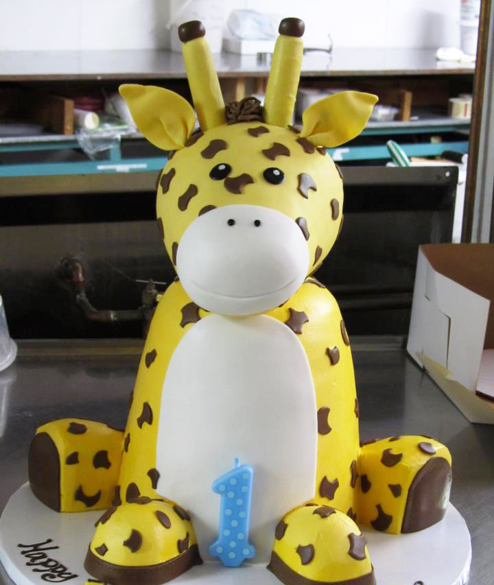 Cute Sculpted Giraffe Cake for a First Birthday Celebration